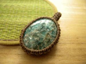 アフガニスタン産カイヤナイトのペンダントヘッド